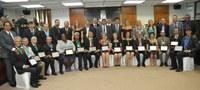 Com expressivo público Câmara Municipal entregou a Medalha do Mérito Legislativo
